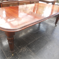 Victoriaanse wind-out table . Tot lengte 250 cm, 110 cm breed