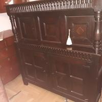 Eind 17 de eeuwse vroeg 18 de eeuwse eiken cupboard .